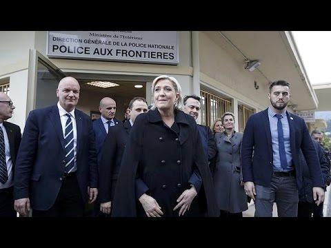 Γαλλία: «Καλπάζει» η Λεπέν στις δημοσκοπήσεις – Απώλειες μετρά ο Φιγιόν