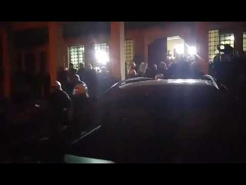 Video - Βόλος: Συγκρούσεις πολιτών - ΜΑΤ λόγω της επίσκεψης Σκουρλέτη - Βίντεο