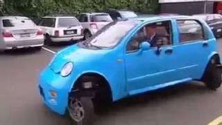 Cette voiture roule dans toutes les directions