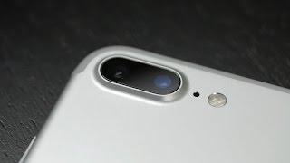 Единственное новшество iPhone 7 заслуживающее внимания заключается в дополнительной камере с теле-объективом которая досталась только модели с приставкой Plus, именно на него мы сегодня и посмотрим.Введение - 00:14Упаковка и комплектация - 01:07Внешний вид и эргономика - 01:43Экран - 05:14Аппаратная платформа и производительность - 06:11Сотовая связь и интерфейсы - 07:58Аккумулятор и автономность - 08:43Камеры, качество фотографий и видео - 09:05Качество звука - 13:15Особенности операционной системы - 14:17Заключение - 16:09Где купить Apple iPhone 7 Plus (реклама):- на AliExpress: https://goo.gl/hEa0xP- все вышеперечисленное, но с кэшбэком: http://goo.gl/zXdsA5Текстовый обзор: https://mygadget.su/2016/11/obzor-apple-iphone-7-plus-sravnenie-s-iphone-6s-plus/Музыкальный трек: Seastock - Hopeful Indie BuildПример работы камеры, видео:1. UHD @30 к/с: https://youtu.be/MTFoAHDLQ-E2. FullHD @30 к/с: https://youtu.be/bxY6YMOaSTw3. slowmo FullHD @120 к/с: https://youtu.be/s0b7tbPtWX44. slowmo HD @240 к/с: https://youtu.be/TptzEHl8Sq05. тест стабилизации FullHD @30 к/с: https://youtu.be/Mgvwts4M9NcПример работы камеры, фото: https://www.flickr.com/photos/mygadgetsu/albums/72157674264020191~Сайт проекта: https://mygadget.su/Facebook: https://www.facebook.com/mygadgetsuTwitter: https://twitter.com/MyGadgetsuVkontakte: https://vk.com/mygadgetsuGoogle+: https://google.com/+MygadgetSu/Flickr: https://www.flickr.com/photos/mygadgetsu/albums