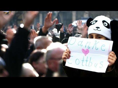 Demonstrationen für und gegen Migranten in Cottbus