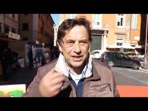Massimo Wertmuller in piazza SS. Apostoli durante la Marcia per la Terra