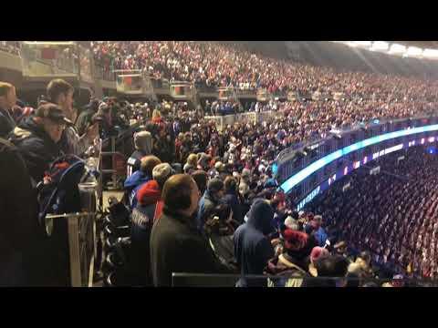 Gillette Stadium crowd sings Bon Jovi during Patriots/Jaguars AFC Championship game (видео)