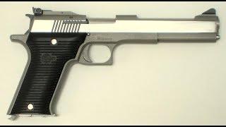 Ennél frusztrálóbb lövészeti élményem régen volt már. Az AMT Automag II ugyanis gyakorlatilag minden tárból legalább 3-4 akadályt produkált, mindenfajtát. A különleges .22 Winchester Magnum Rimfire lőszert tüzelő pisztoly igazából semmire az ég világon nem jó. Kidolgozása rusztikus, felépítése túlbonyolított, sütése eléggé közepes. Egyetlen pozitívuma, hogy szép nagy torkolattüze van.Köszönjük a tesztfegyvert a www.celeritas.hu lőtérnek! Ahol azért ennél sokkal-sokkal jobb vasak is vannak!!!