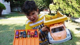 Oyuncak Abi Hot Wheels videoları Kerem'in Seçtikleri 2. Bölüm ile devam ediyor. Bu video da Kerem'in özel seçtiği 6 Hot Wheels arabasını açıp yarıştırıyoruz. Kanalıma Abone Ol:  http://goo.gl/ovvSrE1. Bölüm için tıkla: https://www.youtube.com/watch?v=EN9hj45-__EOyuncak Abi Kanalı Hot Wheels Videoları:DEV Hot Wheels Reyonunu Devirdikhttps://www.youtube.com/watch?v=uFm3GDzQk0MRocket League Araba Futbol Oyunu Hot Wheels Modu Canlı PS4 Oynuyoruzhttps://www.youtube.com/watch?v=sKZFBeERyz4Galaksinin Koruyucuları 2 Oyuncak Arabalar Hot Wheels Yarışıhttps://www.youtube.com/watch?v=DTuAsEkvh6YHot Wheels Super Başlangıç Seti Track Builder Systemhttps://www.youtube.com/watch?v=b88FxfsplooHot Wheels Oyuncak Araba Torpil Patlatma Testihttps://www.youtube.com/watch?v=BuT0YqWy4S0Hot Wheels 50 Oyuncak Arabalı Mega Tır - Büyük İttifak Şehri Kurtarıyoruz!https://www.youtube.com/watch?v=A6bwBFTjFKQHot Wheels Super Dev Oyuncak Araba Yarış Seti 6 Lane Racewayhttps://www.youtube.com/watch?v=OMwmYWAMLgwHot Wheels Star Wars The Fighter Oyun Seti Blast-Out Battlehttps://www.youtube.com/watch?v=qalSu6XJ_mc1 Koli Hot Wheels Oyuncakları Açıyoruzhttps://www.youtube.com/watch?v=OuLXYrSnFcQHot Wheels Dev Oyuncak Araba Yarış Pisti Track Builder Power Booster Kithttps://www.youtube.com/watch?v=cG1rPC1ILR0Oyuncak Araba Yarışı Hot Wheels Turbo Race Oyun Setihttps://www.youtube.com/watch?v=hUN3gvu1yhQOyuncak Abi kanalında çocuklar için en güzel sürpriz yumurta açma videoları, oyuncak arabalar, oyun setleri, lego videoları, çöps çetesi,  minecraft oyuncakları ve çok daha fazlası seni bekliyor.  Kanalımda birlikte oyuncakların paketlerini açıp oyuncak özelliklerini test edip oyun oynayacağız.Oyuncak Abi takip adresleri : Web Sitesi : http://www.oyuncakabi.comBlog : http://oyuncakabi.blogspot.com.trGoogle + Plus Sayfası: https://plus.google.com/+OyuncakAbiFacebook : https://www.facebook.com/OyuncakAbiTwitter : https://twitter.com/OyuncakAbi