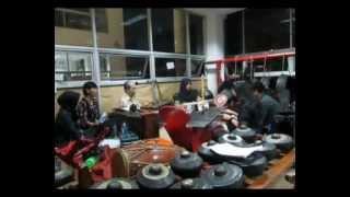 TEMBANG PESISIR: TLUTUR 'KINGKIN' BERNUANSA SUNDA
