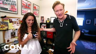 "Video Conan Hunts Down His Assistant's Stolen ""Gigolos"" Mug MP3, 3GP, MP4, WEBM, AVI, FLV Juni 2018"