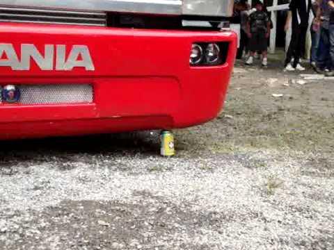 Scania do beto amassando latinha
