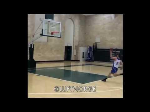 身高僅187的大學生在罰球線直接起跳飛扣灌籃,霸氣程度堪稱媲美喬丹啊!