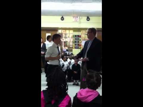 Joe Rosen, Symetra and Chicago Bears Classroom Hero (видео)