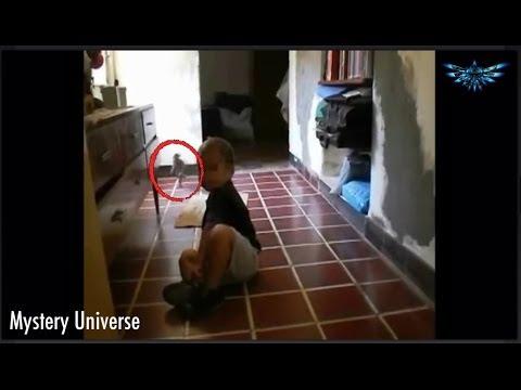 un bimbo incontra un alieno!