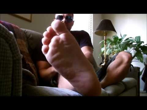 feet sniffing