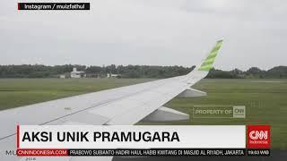 Download Video Aksi Unik Pramugara 'Ejek' Penumpang MP3 3GP MP4