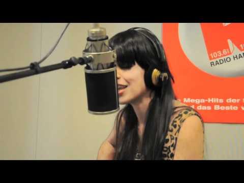 Fraser - Singer & Songwriterin Brooke Fraser spielt ihren Song