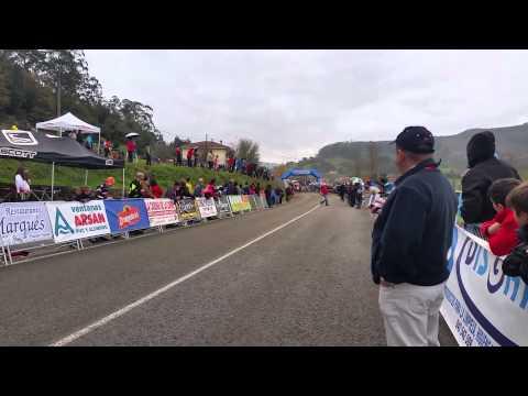 「不想這樣贏得比賽。」西班牙自行車手見對手終點線前爆胎,保持落後! ...