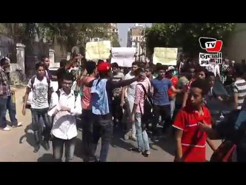 وقفة طلاب الثانوية العامة: «يسقط كل وزير جبار، عايز الطالب يبقى حمار»