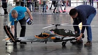 Video GIANT RC AH-64 APACHE 1:7 SCALE MODEL HELICOPTER FROM VARIO INDOOR FLIGHT / Intermodellbau 2016 MP3, 3GP, MP4, WEBM, AVI, FLV Juni 2018