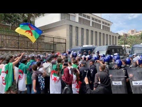 الطلاب الجزائريون يتظاهرون غداة خطاب رئيس أركان الجيش