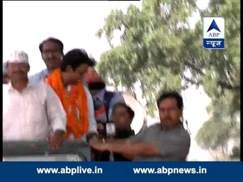 Star of AAP (Kumar Vishwas) fielded against Rahul Gandhi: Kejriwal 21 April 2014 11 AM