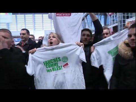 Französische Landwirte buhen Macron aus