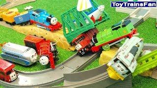 Video Thomas & Friends - Accidents Will Happen - Toy trains CRASH. Tomek i Przyjaciele zabawki MP3, 3GP, MP4, WEBM, AVI, FLV Juni 2018