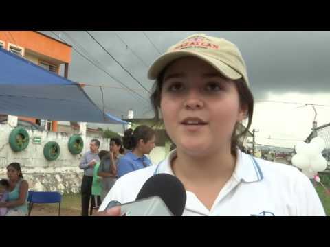 Alumnos de la Oficial B entregan mobiliario hecho con llantas recicladas a escuelas de Xalapa
