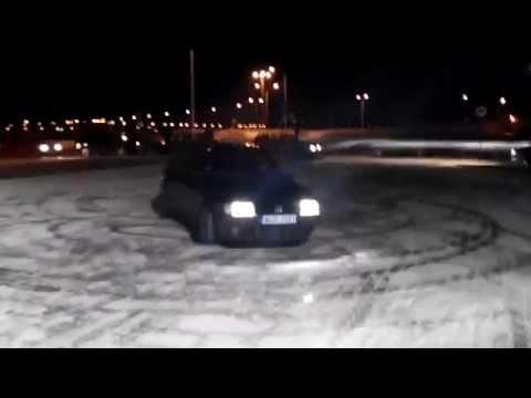 fiat uno turbo drift e burnout sulla neve