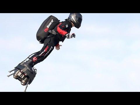 Διέσχισε τη Μάγχη με την ιπτάμενη σανίδα του ο εφευρέτης Φράνκι Ζαπάτα…