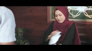 Download Video 1 Bulan Menjelang Cerai, Ia Hanya Minta Digendong ke Kamar Seperti Hari Pertama Menikah. MP3 3GP MP4