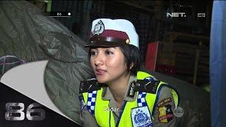 Video 86 Diberhentikan Belasan Polisi, Seorang Pengemudi Nekat Terobos Barisan Polisi MP3, 3GP, MP4, WEBM, AVI, FLV Januari 2019