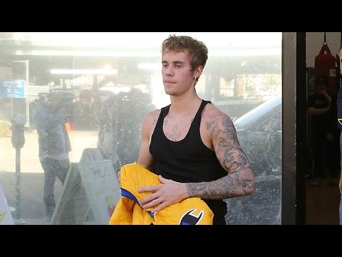 Justin Bieber's Ripped Arms Are On Display At The Boxing Gym