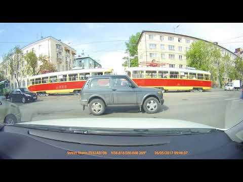 Авария в Екатеринбурге на улице Фурманова