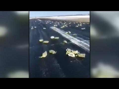 Panne beim Start: Goldregen aus einem Flugzeug