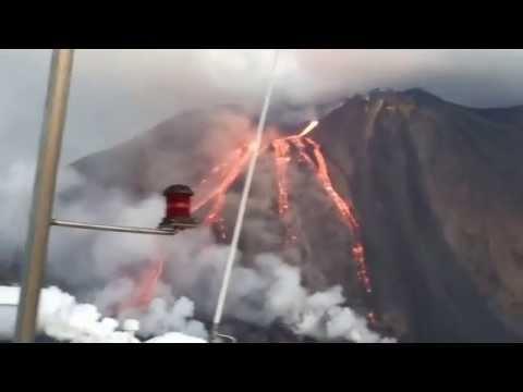 spettacolare eruzione dello stromboli – immagini mozzafiato