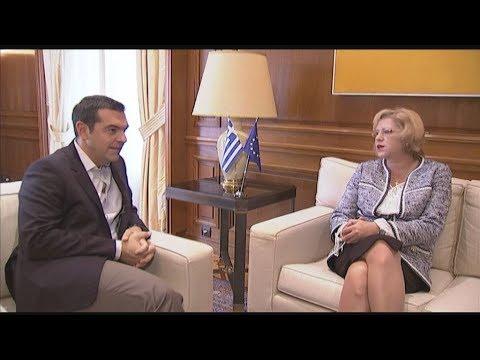 Συνάντηση του πρωθυπουργού με την επίτροπο Περιφερειακής Πολιτικής της ΕΕ