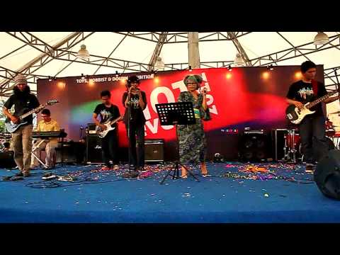 vocapost - Vocapost Band @ HOT Event JIEXPO Jakarta 4 November 2012 performing Fire Flower.