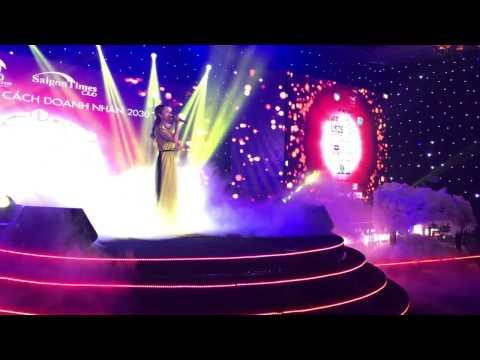 Chiếc Khăn Piêu - Đêm Phong Cách Doanh Nhân 2030 - Hương Giang Idol - Thời lượng: 6 phút, 7 giây.