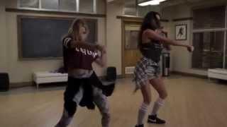 Pretty Little Liars - Emily & Hanna dancing 5x20 song