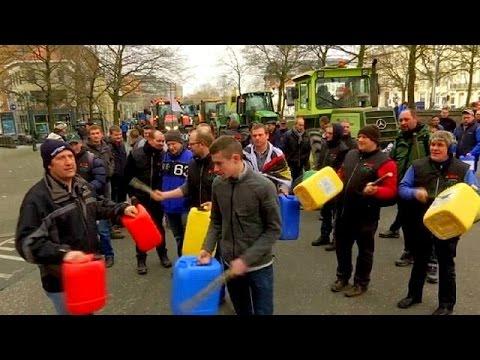 Βρυξέλλες: Διαδηλώσεις αγροτών για τη ρύθμιση παραγωγής γάλακτος