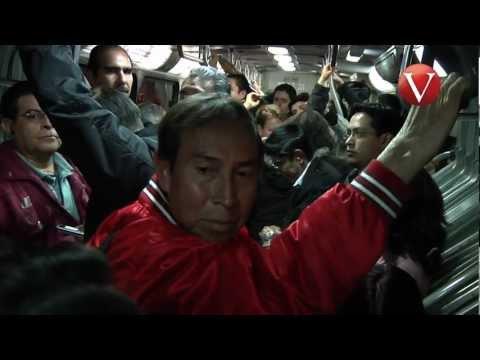 arrimones en el camion jajaja invaden espacio de mujeres en metrobus