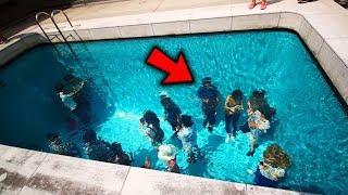 GANA UN PS4 SIGUIENDOME: https://twitter.com/elvi5cochoEn el video de hoy les muestro las 7 Piscinas más locas e increíbles que no creerás que existen! Son piscinas increibles, las mejores piscinas 2017 sin duda! Algunas piscinas extremas e incluso piscinas imposibles! Deja los toboganes más peligrosos del mundo, esto si es adrenalina! xD◕ ‿‿ ◕ yo'u  SUSCRIBETE!! ►► http://goo.gl/Ilxgac---REDES SOCIALES---TWITTER: https://twitter.com/elvi5cochoFACEBOOK: https://www.facebook.com/elviscocheroxINSTAGRAM: https://www.instagram.com/elvi5cocho/NEGOCIOS/BUSINESS: elviscoshocontact@gmail.comMÁS MONTAJES: https://www.youtube.com/playlist?list=PLzwtNUlvlDhNhDOOg7garPpzhgEW62lv7MÁS GAMEPLAYS: https://www.youtube.com/playlist?list=PLzwtNUlvlDhPhIoY5MmZiXIYxgO2p8PaeMÁS PUTAS: https://www.youtube.com/playlist?list=PLzwtNUlvlDhMCbL7l_58SLS314LCI75POMUCHAS MÁS PUTAS: https://www.youtube.com/playlist?list=PLzwtNUlvlDhPytFhfYTqCyXmDg4Us_oe3Yeeeiiaaah!Gracias por ser un amiwito!░░░░░░░░░░░░░░░░░░░░░░░░░░░░░ ░░░░░░░░░░░░▄▄▄▄▄▄▄░░░░░░░░░░ ░░░░░░░░░▄▀▀▀░░░░░░░▀▄░░░░░░░ ░░░░░░░▄▀░░░░░░░░░░░░▀▄░░░░░░ ░░░░░░▄▀░░░░░░░░░░▄▀▀▄▀▄░░░░░ ░░░░▄▀░░░░░░░░░░▄▀░░██▄▀▄░░░░ ░░░▄▀░░▄▀▀▀▄░░░░█░░░▀▀░█▀▄░░░ ░░░█░░█▄░░░░█░░░▀▄░░░░░▐░█░░░ ░░▐▌░░█▀░░░▄▀░░░░░▀▄▄▄▄▀░░█░░ ░░▐▌░░█░░░▄▀░░░░░░░░░░░░░░█░░ ░░▐▌░░░▀▀▀░░░░░░░░░░░░░░░░▐▌░ ░░▐▌░░░░░░░░░░░░░░░▄░░░░░░▐▌░ ░░▐▌░░░░░░░░░▄░░░░░█░░░░░░▐▌░ ░░░█░░░░░░░░░▀█▄░░▄█░░░░░░▐▌░ ░░░▐▌░░░░░░░░░░▀▀▀▀░░░░░░░▐▌░ ░░░░█░░░░░░░░░░░░░░░░░░░░░█░░ AMIWITOS POWER!░░░░░░░░░░░▐░░░NEGOCIOS/BUSINESS: elviscoshocontact@gmail.com
