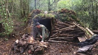 Video Solo moss shelter overnight camp and oven cooking apple pie MP3, 3GP, MP4, WEBM, AVI, FLV November 2018