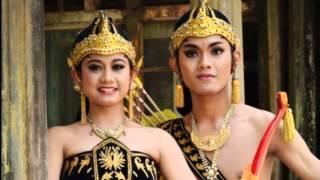 Suku jawa adalah suku terbesar di Asia Tenggara dengan total mencapai 135 Juta penduduk, Separuh dari total penduduk Indonesia dan tersebar ke Malaysia, ...