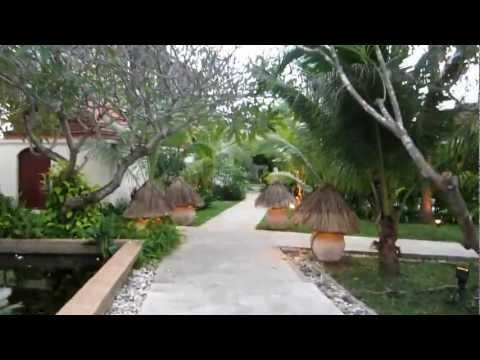 Imperial Boat House Koh Samui – Gang durch das Hotel und Blick auf die Reisbarken