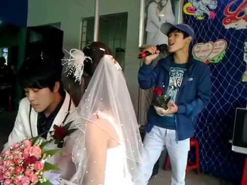Có ai để ý mọi đám cưới hát về chia ly là chủ yếu là nhạc rất bốc và hát hay không?