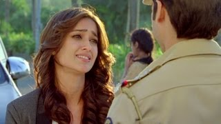 Nonton Ileana is Impressed by Shahid - Phata Poster Nikhla Hero Film Subtitle Indonesia Streaming Movie Download