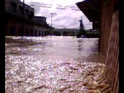 Enchente em Carlos Chagas MG 02/11/2009 Rua Presidente Bernardes próximo ao comercial damascena 1