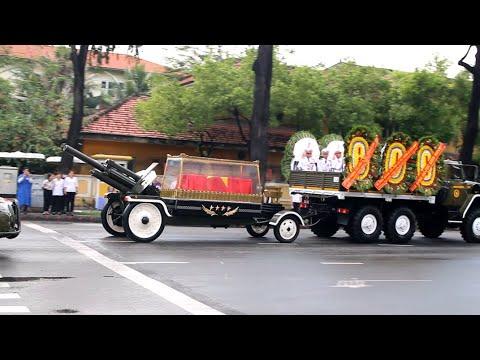 Cận cảnh đoàn xe tang cố Chủ tịch nước Lê Đức Anh chạy ngược chiều ghé nhà riêng số 240 Pasteur - Thời lượng: 4:55.