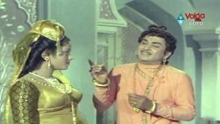 Romance - Akkineni Nageswara Rao Romance With Jayasudha From Mahakavi Kshetrayya