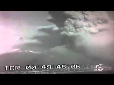 ufo ripreso durante l'eruzione del vesuvio di 70 anni fa!